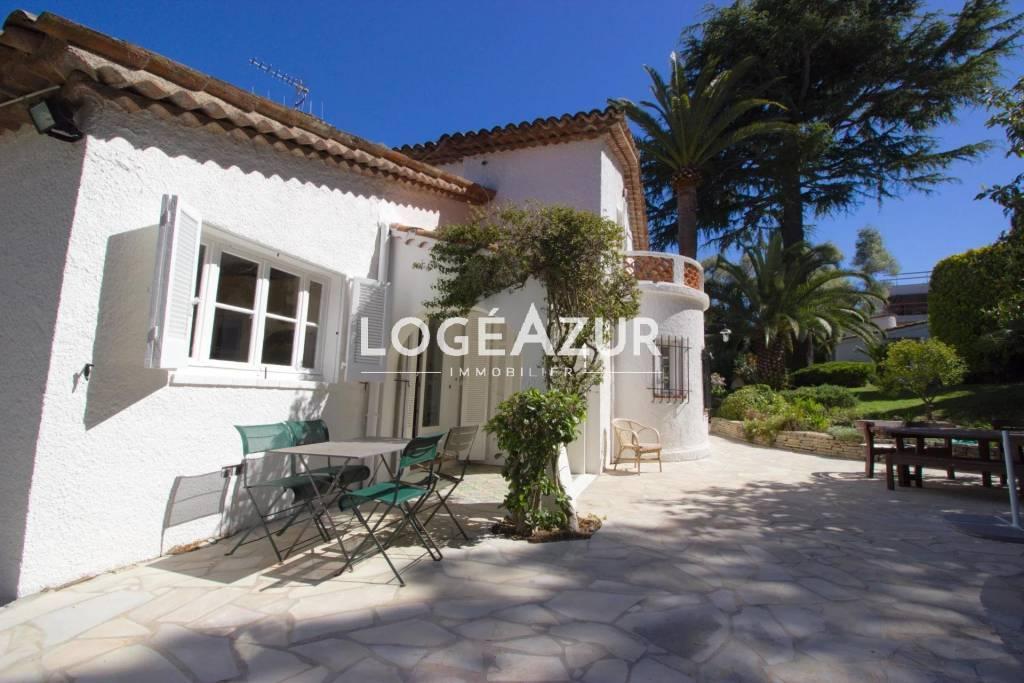 LOCATION SAISONNIÈRE CAP D'ANTIBES Villa Provençale - Piscine & Mazet