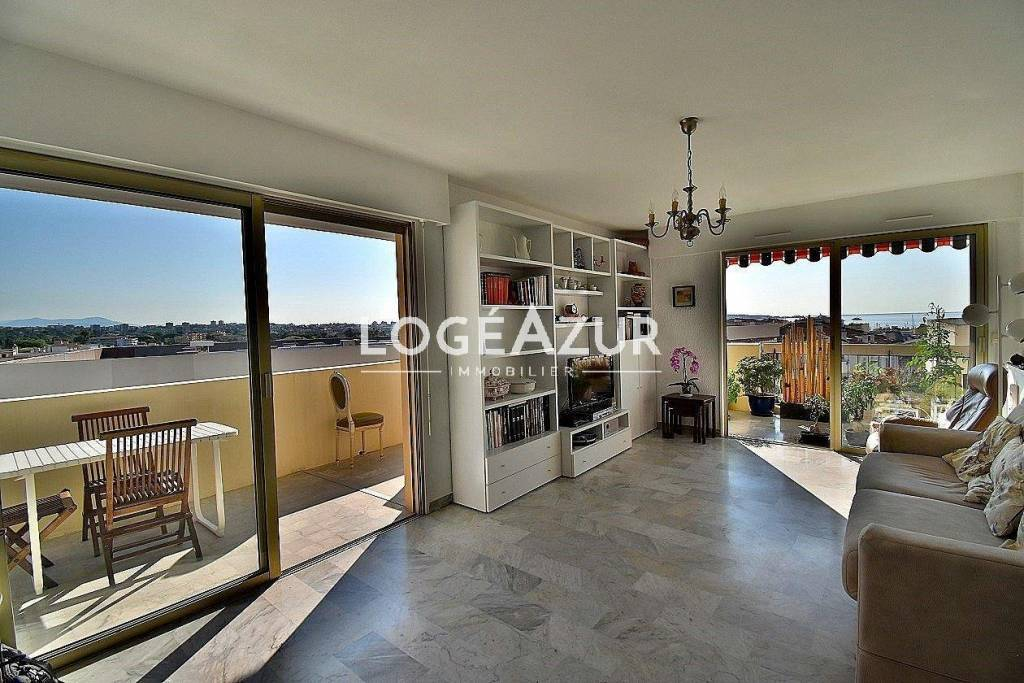 3 BEDROOMS WITH TERRACE AND SEA VIEW